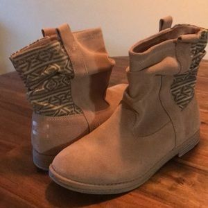 Toms tan suede boots, youth 4, women's 6-6.5